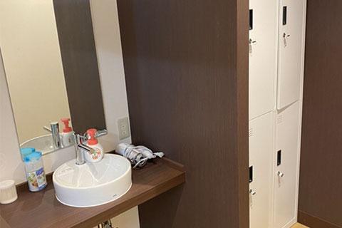 シャワー室完備